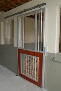 stall_barn_door_aluminum_sliding_1