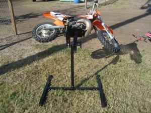 custom_metal_stand_dirtbike_1
