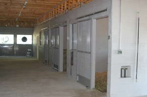 stall_barn_door_steel_sliding_bar_round_13
