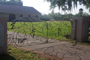 custom_fabricated_metal_swinging_steel_scrollwork_entrance_estate_farm_ranch_driveway_gate_with_scrollwork_
