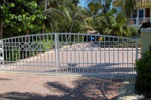 custom_fabricated_metal_swing_aluminum_entrance_estate_farm_ranch_driveway_gate_1