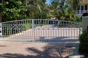 custom_fabricated_metal_swing_aluminum_entrance_estate_farm_ranch_driveway_gate_1