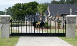 custom_fabricated_metal_swing_steel_entrance_estate_farm_ranch_driveway_gate_logo_1