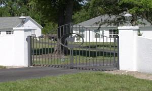 custom_fabricated_metal_swing_steel_entrance_estate_farm_ranch_driveway_gate_logo_2