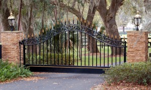 custom_fabricated_metal_swing_steel_finial_entrance_estate_farm_ranch_driveway_gate_with_finials_1