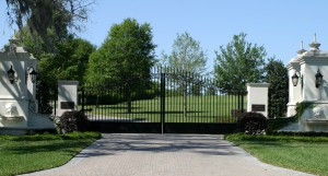 custom_fabricated_metal_swing_steel_finial_entrance_estate_farm_ranch_driveway_gate_with_finials_2