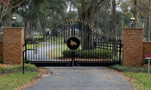 custom_fabricated_metal_swing_steel_scrollwork_entrance_estate_farm_ranch_driveway_gate_with_scrollwork_1