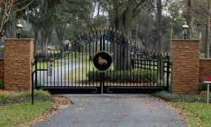 custom_fabricated_metal_swing_steel_scrollwork_entrance_estate_farm_ranch_driveway_gate_with_scrollwork_1