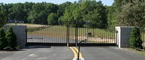 custom_fabricated_metal_swing_steel_scrollwork_entrance_estate_farm_ranch_driveway_gate_with_scrollwork_2