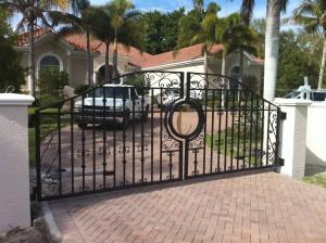 custom_fabricated_personalized_metal_swing_steel_entrance_estate_farm_ranch_driveway_gate_