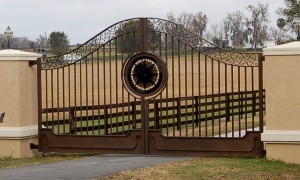 custom_fabricated_personalized_metal_swing_steel_entrance_estate_farm_ranch_driveway_gate_1