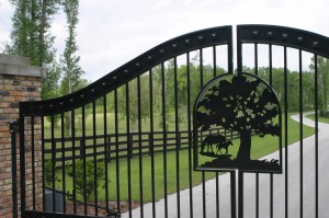 custom_fabricated_personalized_metal_swinging_steel_entrance_estate_farm_ranch_driveway_gate_