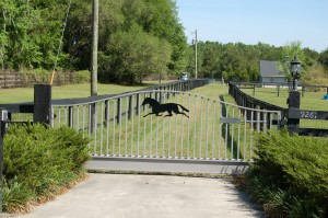 custom_fabricated_personalized_metal_swinging_steel_entrance_estate_farm_ranch_driveway_gate_10