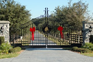custom_fabricated_personalized_metal_swinging_steel_entrance_estate_farm_ranch_driveway_gate_11