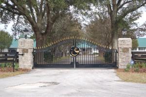 custom_fabricated_personalized_metal_swinging_steel_entrance_estate_farm_ranch_driveway_gate_13