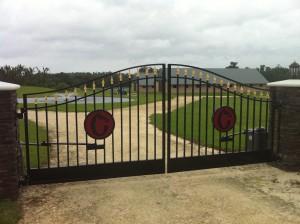 custom_fabricated_personalized_metal_swinging_steel_entrance_estate_farm_ranch_driveway_gate_3