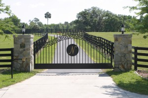 custom_fabricated_personalized_metal_swinging_steel_entrance_estate_farm_ranch_driveway_gate_4