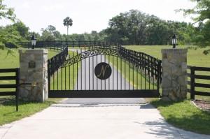 custom_fabricated_personalized_metal_swinging_steel_entrance_estate_farm_ranch_driveway_gate_4