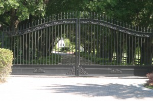 custom_powdercoated_metal_swing_steel_entrance_estate_farm_ranch_driveway_gate_1